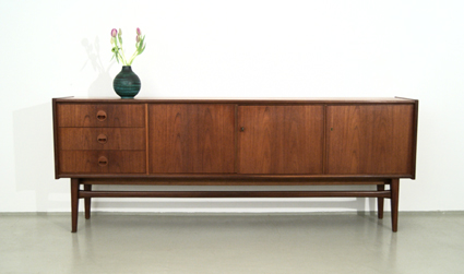 magasin m bel 60er jahre teak sideboard 136. Black Bedroom Furniture Sets. Home Design Ideas