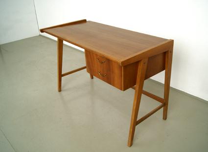 Magasin m bel kleiner 50er jahre schreibtisch 148 for Schreibtisch 2 50 meter