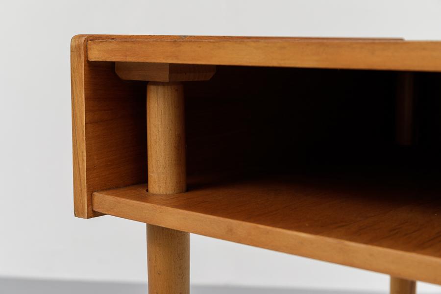 magasin m bel kleiner 50er jahre schreibtisch 683. Black Bedroom Furniture Sets. Home Design Ideas