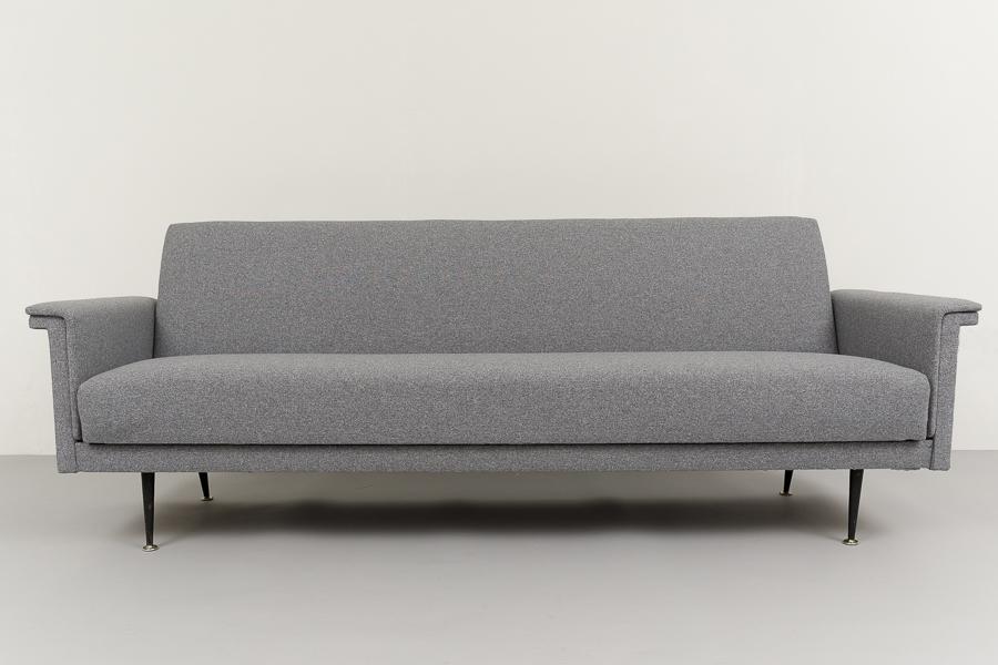 magasin m bel elegantes 60er jahre sofa schlafsofa 684. Black Bedroom Furniture Sets. Home Design Ideas