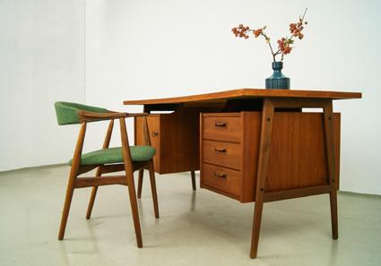 MAGASIN Möbel » 60er Jahre Teak Schreibtisch (349)
