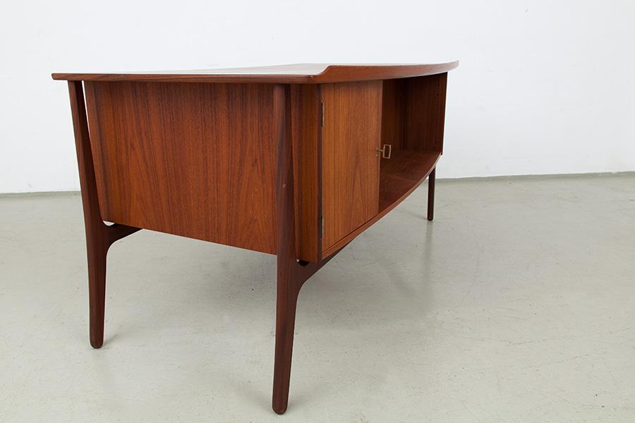 Schreibtisch013