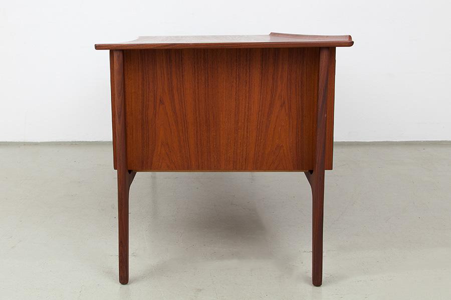 Schreibtisch014
