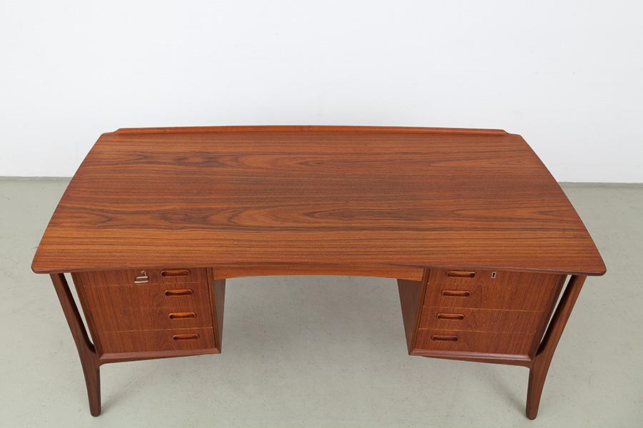 Schreibtisch015