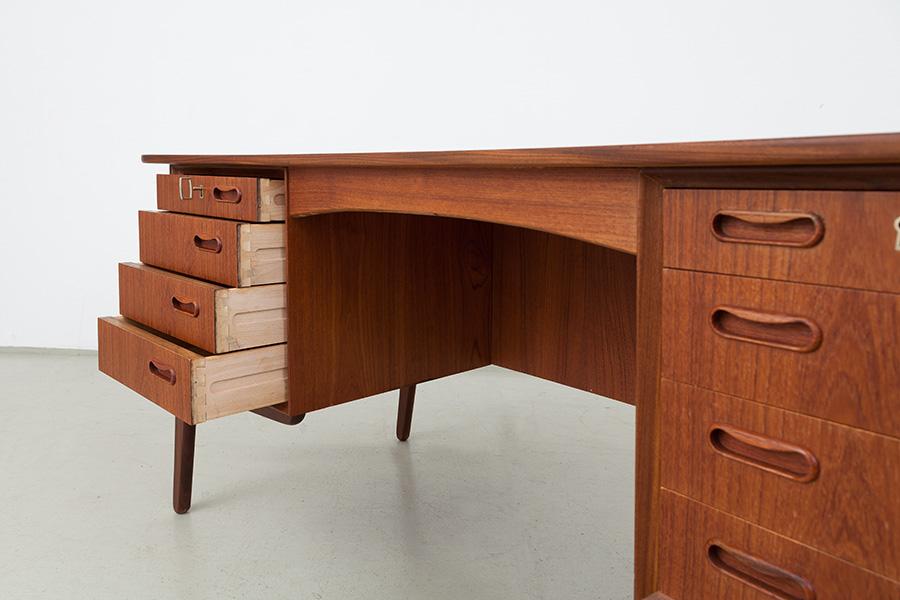 Schreibtisch018
