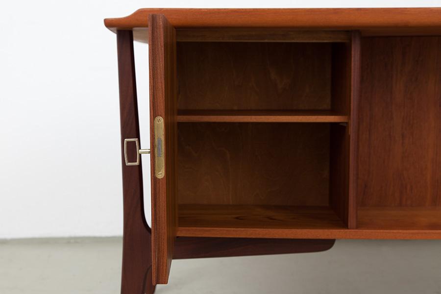 Schreibtisch020