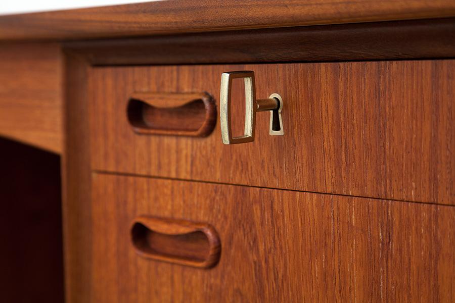 Schreibtisch021