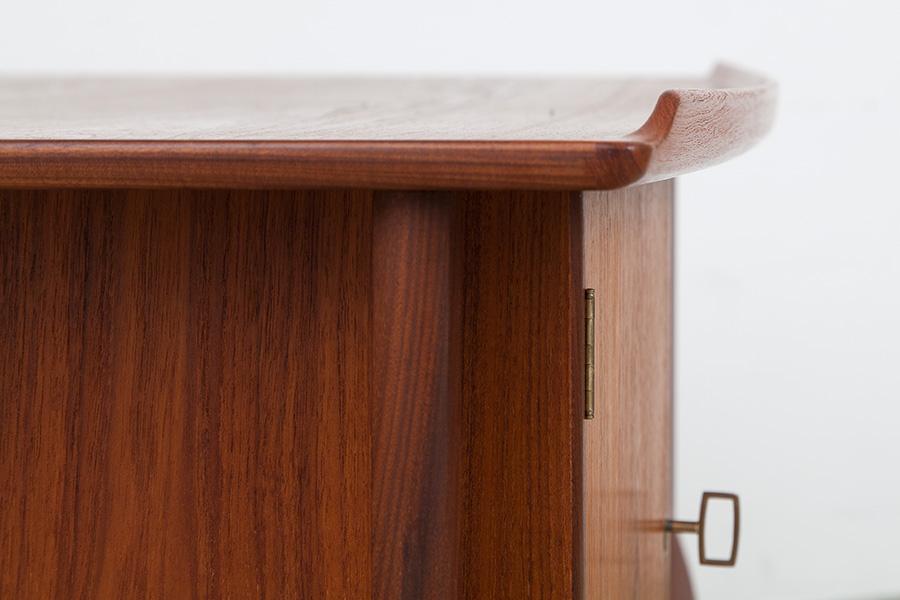 Schreibtisch022