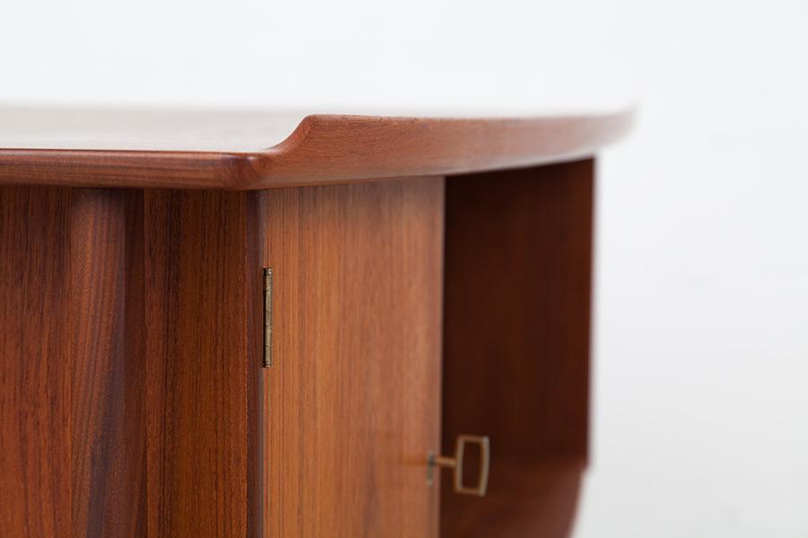 Schreibtisch023