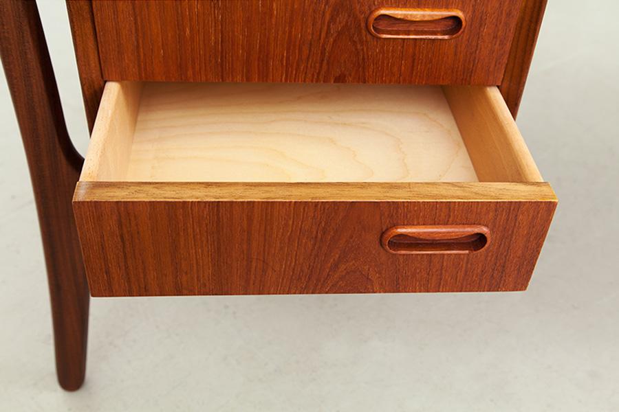 Schreibtisch025