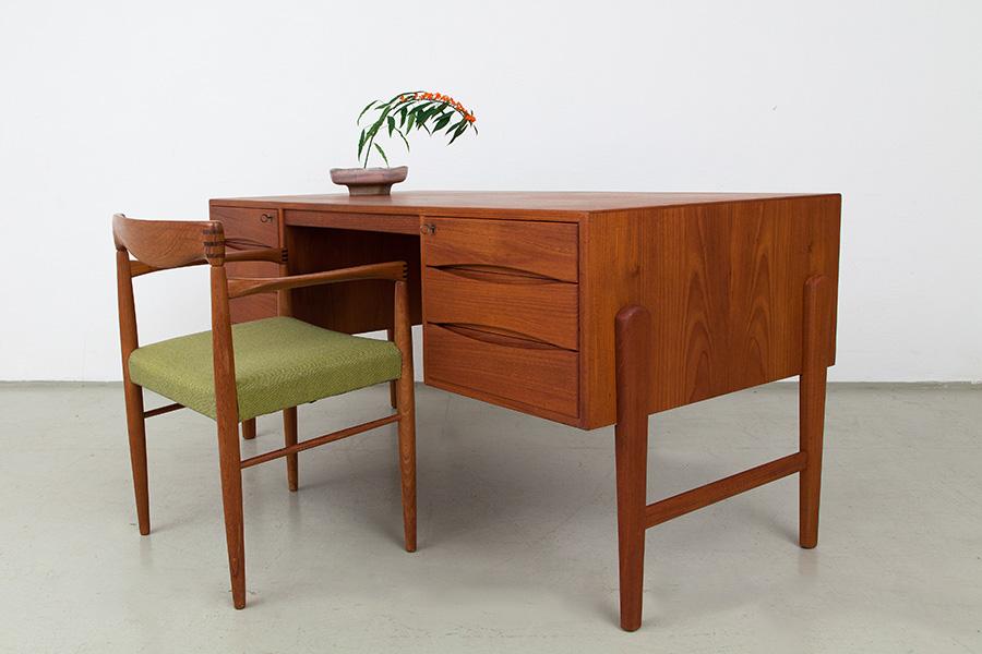 Schreibtisch_047