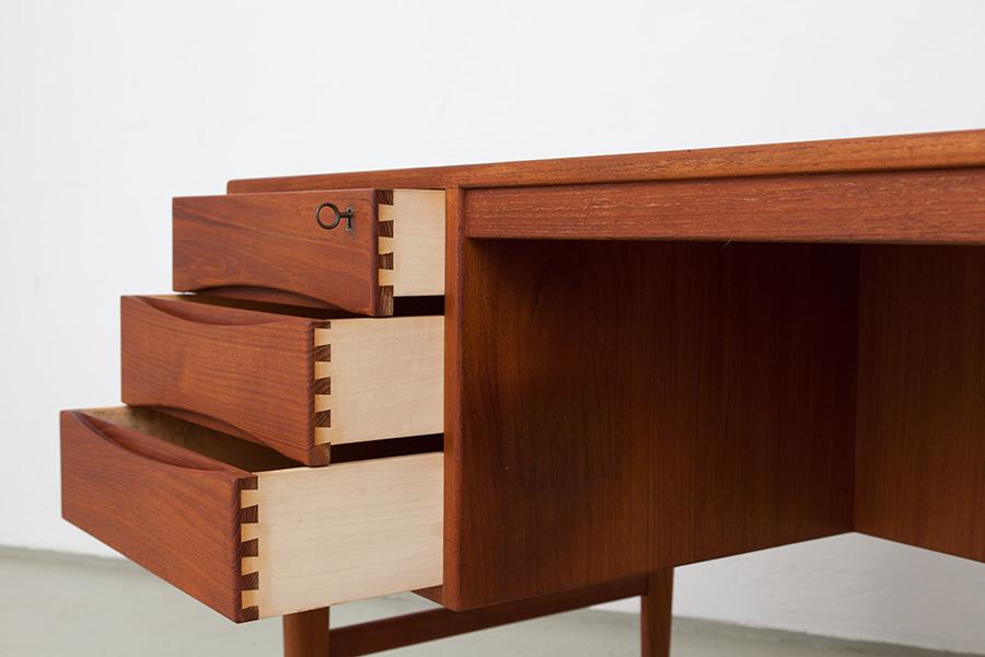 Schreibtisch_055