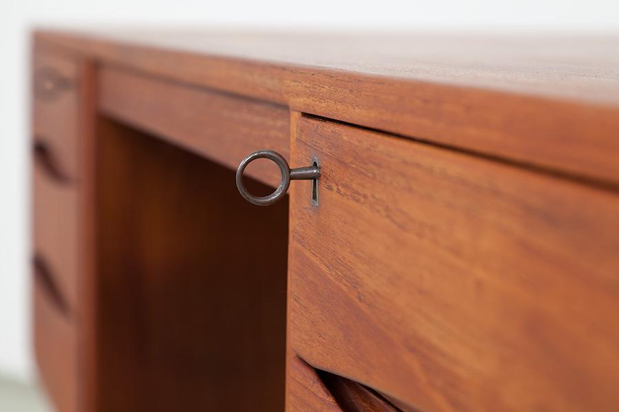 Schreibtisch_056