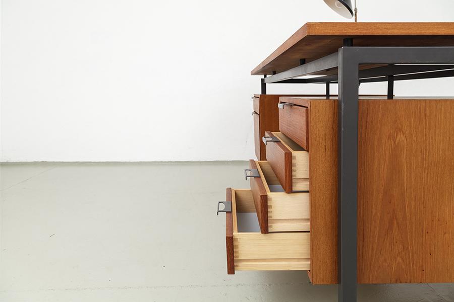 Hirche Holzaepfel Schreibtisch Desk103