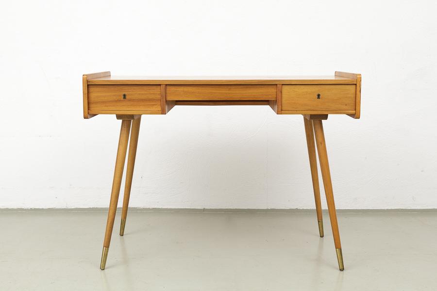 magasin m bel small mid century modern desk 501. Black Bedroom Furniture Sets. Home Design Ideas