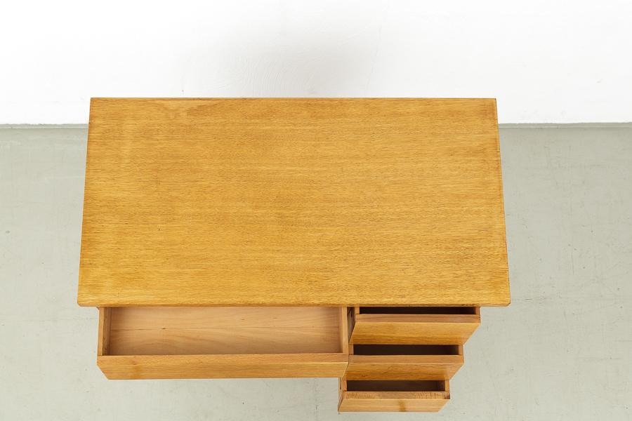 magasin m bel kleiner 50er jahre schreibtisch 523. Black Bedroom Furniture Sets. Home Design Ideas