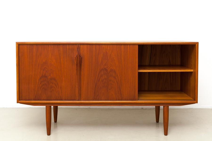 magasin m bel mid century modern gunni omann sideboard 595. Black Bedroom Furniture Sets. Home Design Ideas