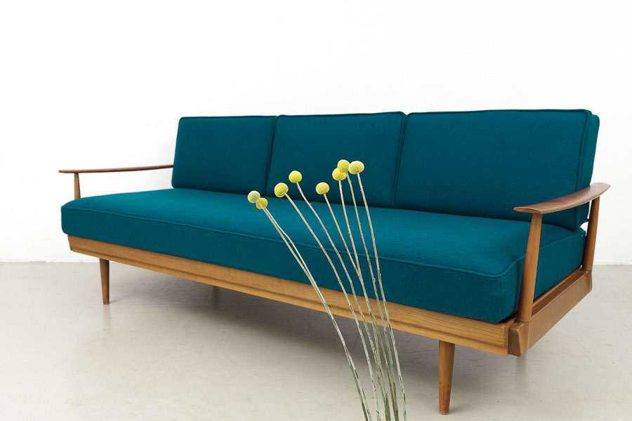 Magasin m bel mid century modern knoll antimott sofa for Couch 60 jahre
