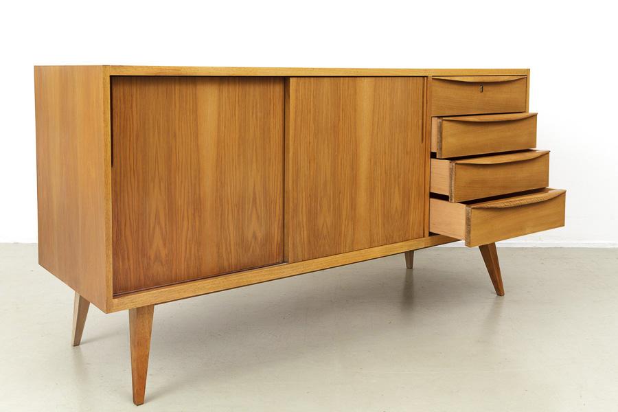 magasin m bel 50er jahre nussbaum sideboard 618. Black Bedroom Furniture Sets. Home Design Ideas