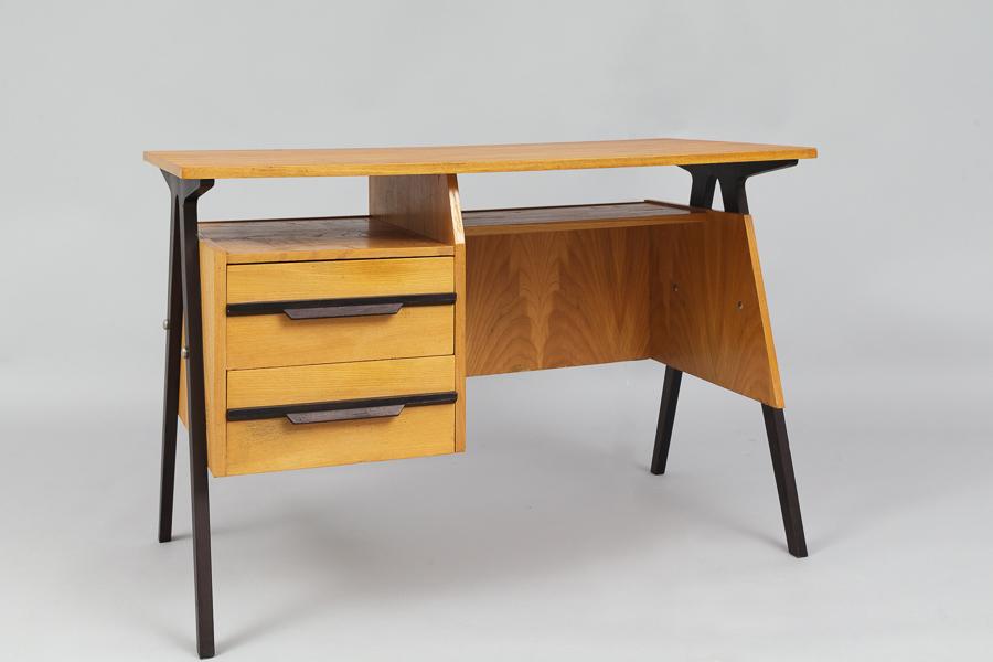 magasin m bel small mid century modern desk 640. Black Bedroom Furniture Sets. Home Design Ideas
