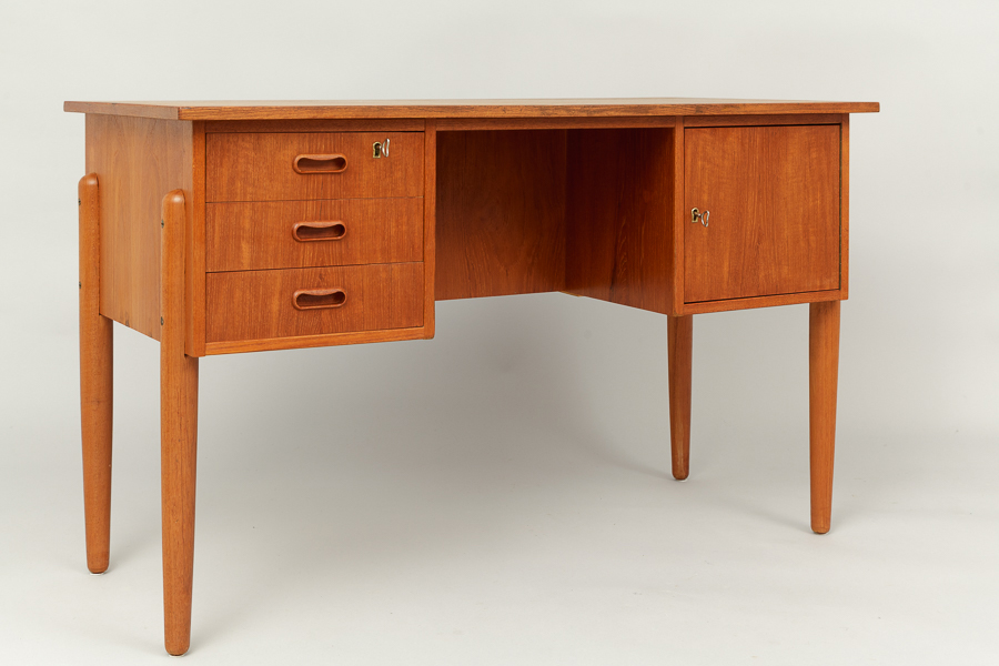 magasin m bel mid century modern teak desk 653. Black Bedroom Furniture Sets. Home Design Ideas