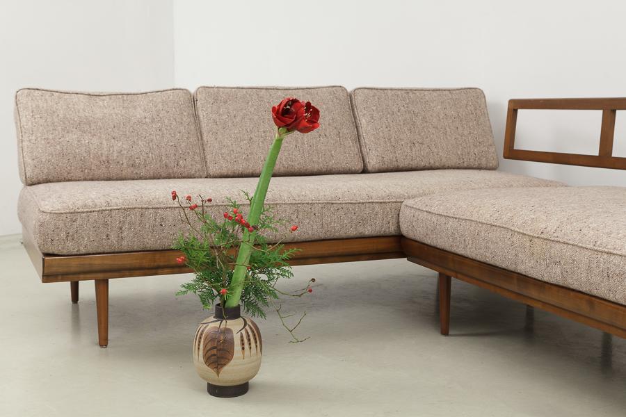 Knoll Antimott Eck Sofa