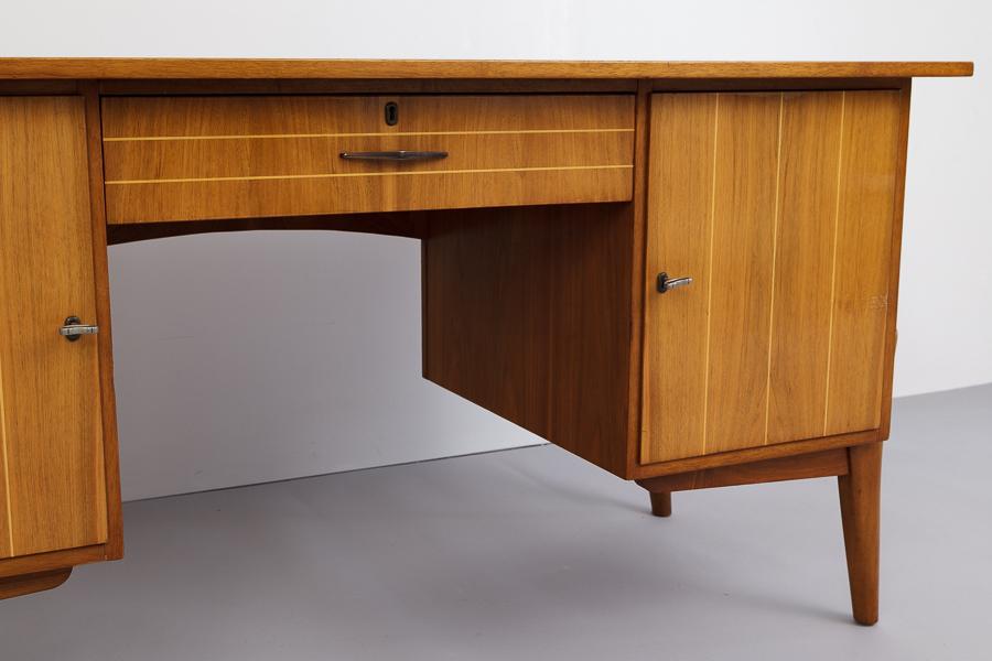 magasin m bel mid century modern desk 687. Black Bedroom Furniture Sets. Home Design Ideas