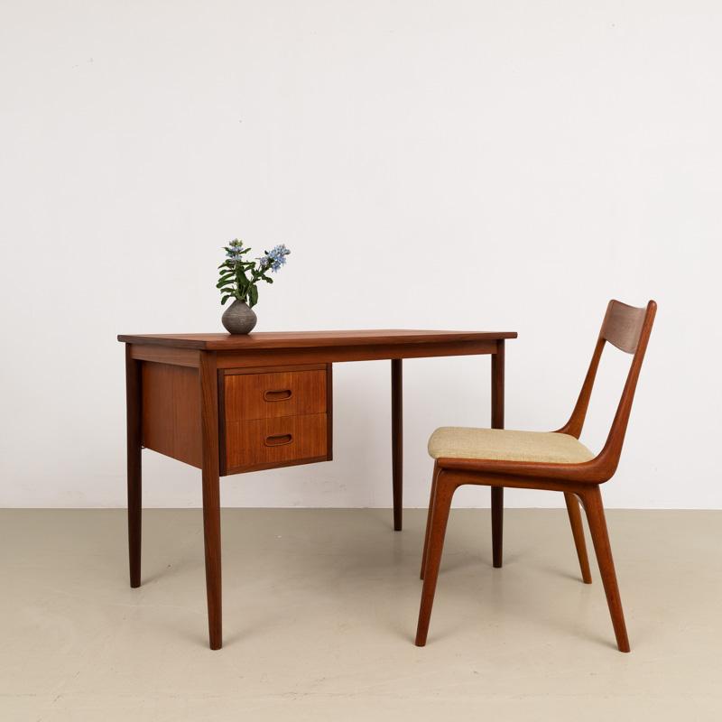 Kleiner 50er Jahre Teak-Schreibtisch