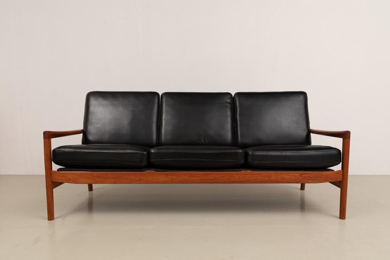 Ledersofa mit Teakgestell, Design Hans Olsen