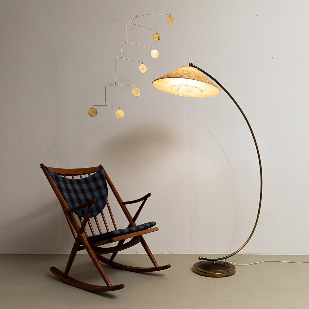 Temde Stehlampe, 50er Jahre, Messingfuß, Bastschirm