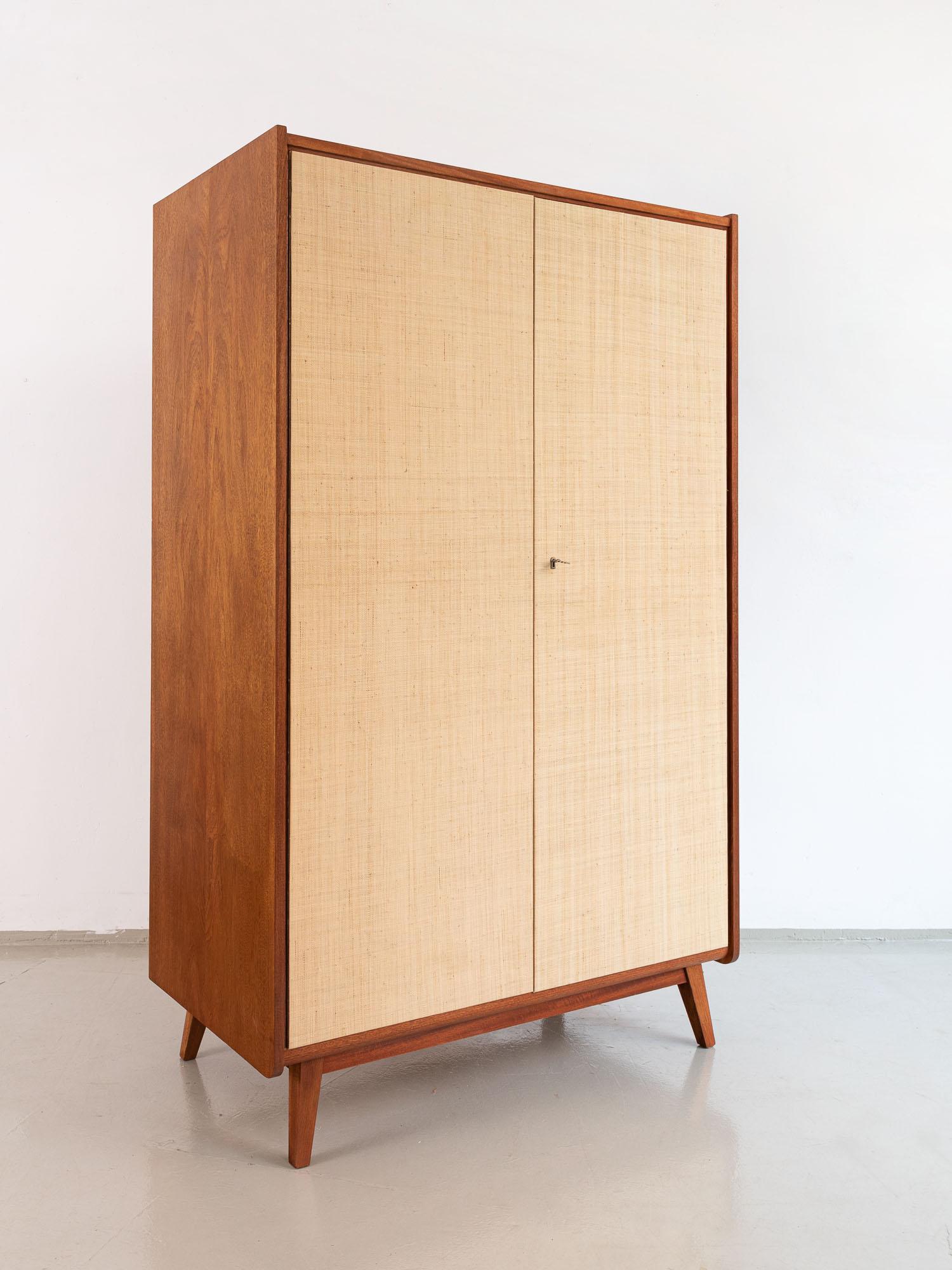 midcentury kleiderschrank, 60er Jahre, pastell