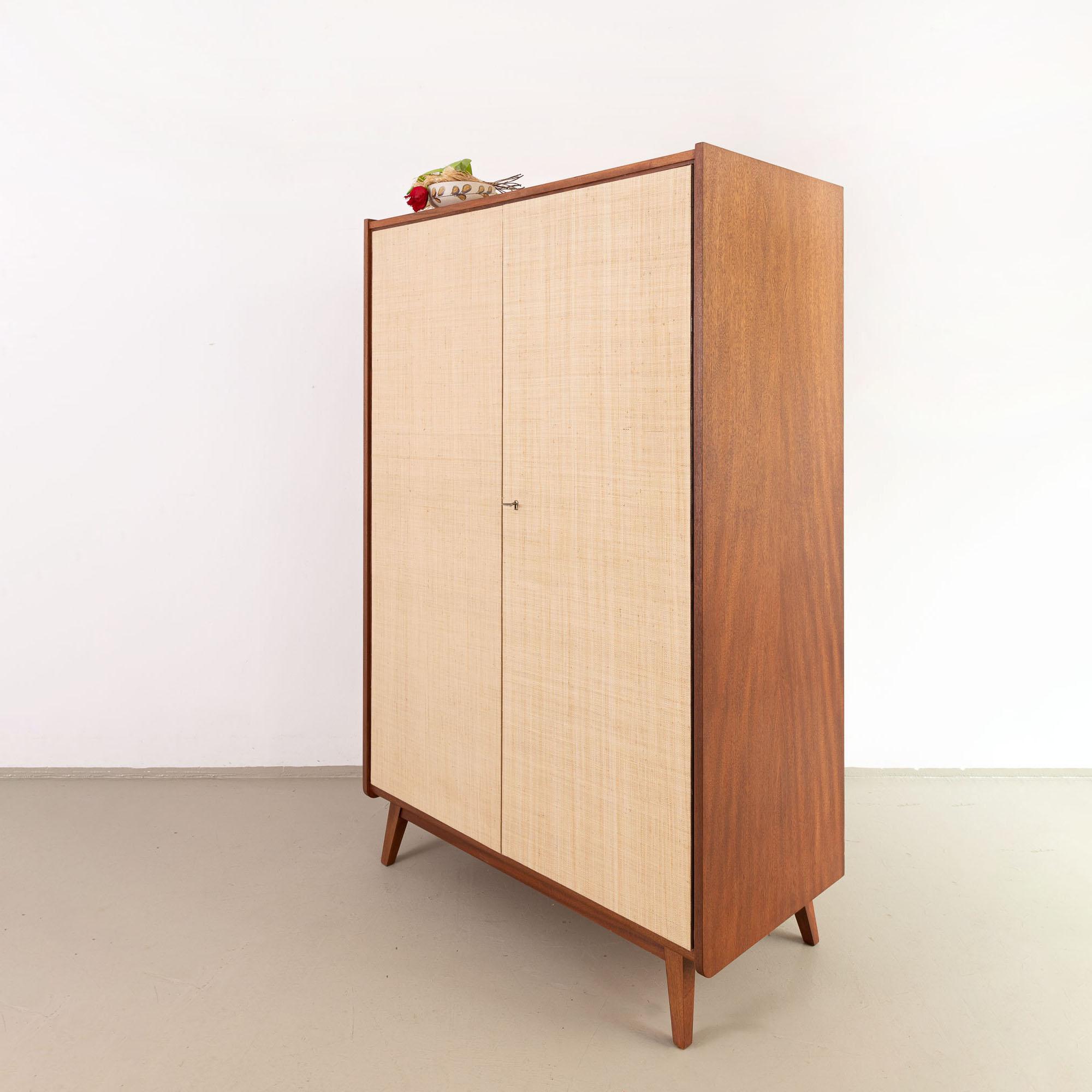 vintage Kleiderschrank