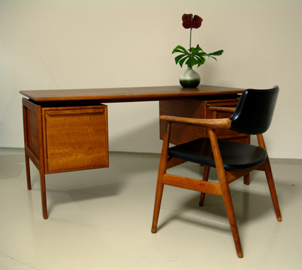 magasin m bel 70er jahre teak schreibtisch. Black Bedroom Furniture Sets. Home Design Ideas